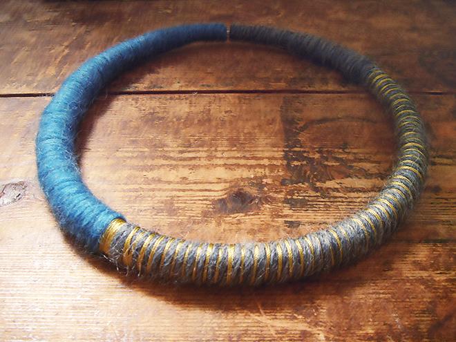 wollkette-gestreift-gelb-blau